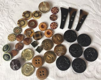 Vintage Button Lot Of 40 Bakelite Plastic