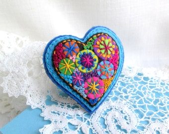 Felt embroidery heart brooch pin Heart for her Gift idea for her Felt jewelry brooch for mom for her French knot felt art brooch pin