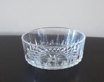 Arcoroc France Glass Bowl/ starburst design/ collectable glass/ berry bowl/ glass trinket bowl/ jewelry bowl/ ring bowl/ soap dish