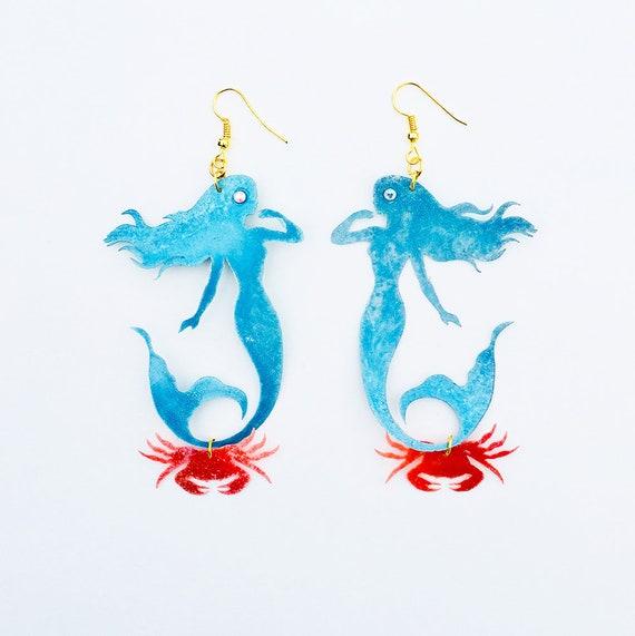 Mermaid & crab earrings - Mermaid earrings - Under the Sea - Mermaid jewel - 90's fishy earrings - Pearl ocean fashion jewelry - Ariel