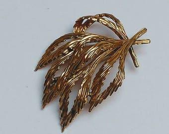 Vintage goldplated flpral brooch nature