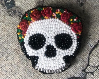 Embroidery skull brooch