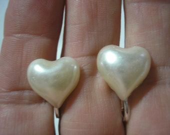 """Play Earring - Clip - Puffy Heart - Pearl White - 1/2"""""""