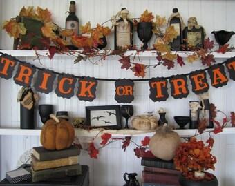 TRICK or TREAT Halloween Banner, Halloween Sign, Halloween Decoration, Fall Decor, Autumn Decor, Halloween Party