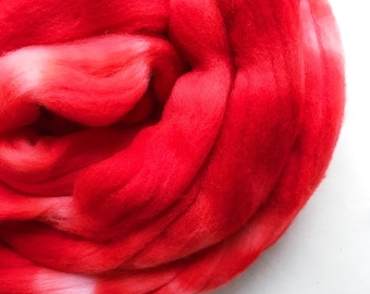 POPPY hand dyed roving merino wool. Knitting spinning felting crafting wool fiber. Extra Fine 64s (21.5 micron), soft red wool top. 4 oz.
