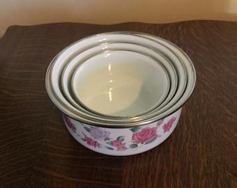 Set of 4 nesting enamel mixing bowls,rose pattern,vintage