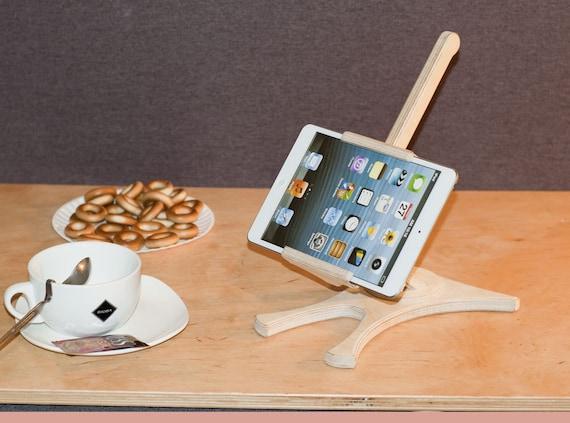 Conception bois support ipad souvenir cadeau pour elle for Conception cuisine pour ipad
