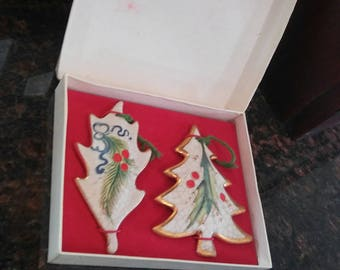 Signed Vento Flair Set of 2 Hand Painted Christmas Tree Ornaments w/ Original Box