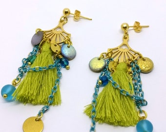Summer boho earrings in gold with chain, Chain tassel and beaded earrings, Green and blue earrings, Boho tassel earrings