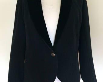 Vintage black jacket blazer womens Black velvet lapel Tuxedo Jacket size large