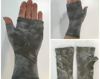 Grey on grey tie dyed fingerless gloves / wrist warmers in bamboo blend.