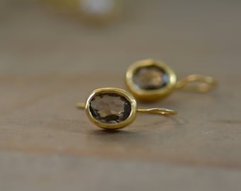 Drop Smokey quartz earrings, gold brown earrings, oval earrings, gold gemstone earrings, dangle brown earrings, classic simple earrings
