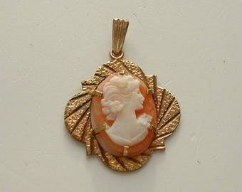 Rolled gold framed cameo pendant