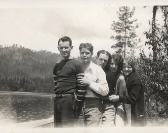 vintage photo Flapper Girls & Guys Line up at the Lake 1927