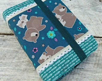 NWT Cute prints reversible fabric Bible cover, Mama bear and baby bear, standard sized. Blue arrows on reverse. Bears family. Pink flowers.