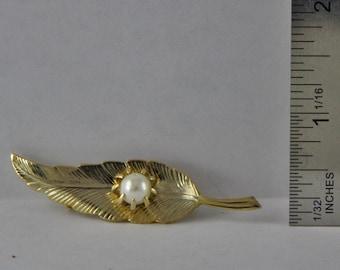 Vintage Goldtone Leaf  Brooch