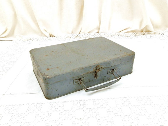 Vintage French Gray Patina Metal Tin Box with Handle and Clasp, Retro Tool Box with Lots of Character from France, Fleamarket Brocante Home