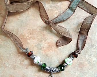 Beautiful Silk Ribbon Necklace Green Tea/Pendant