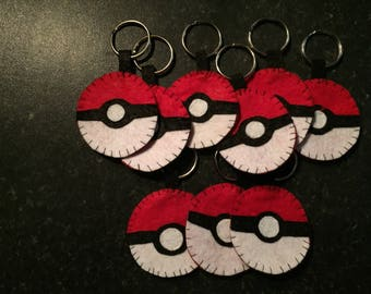 Pokemon pokeball felt keyring
