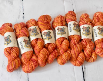Hand dyed self-striping Harry Potter inspired yarn | Handdyed - Wool - Merino-Nylon | Griffindor