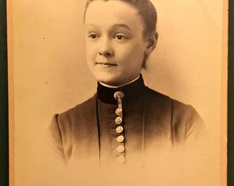 Lovely 1800s Cabinet Card Photograph of a Young Lady in Period Clothing by Shaw Photo Studio, Cincinnati, Ohio