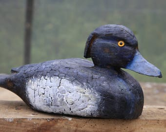 Canard morillon sculpture / Carved wooden tufted duck