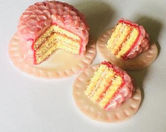 1:6 Mermaid strawberries and cream cake