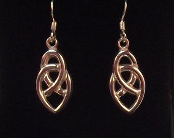 Pretty Celtic Knot Design Drop Earrings