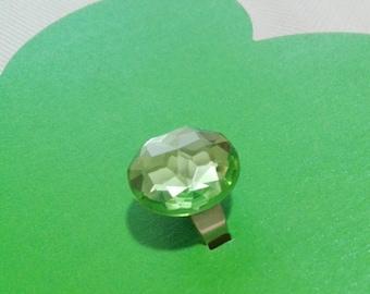 Adjustable ring with green rhinestones