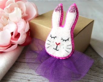 Cute Bunny Pin | Bunny Brooch | White Bunny Brooch | Bunny Rabbit Brooch | Felt Buuny | Lovely Bunny | Small Felt Animals | Bunny Badge