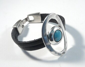 Wristband bracelet featuring  large hammered ring and bleu enamel