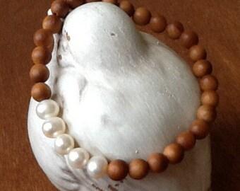 Sandalwood and Freshwater Pearl Stretch Bracelet