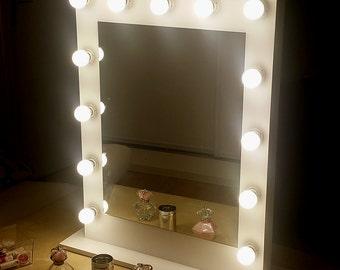 Vertical makeup mirror