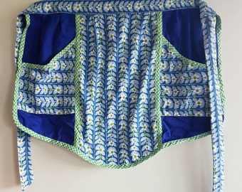 Gorgeous Retro Vintage Daisy APRON - Handmade - Pockets - Pops of Blue
