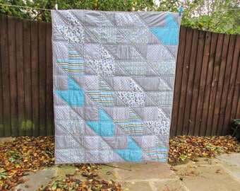 Unisex baby quilt, quilted comforter blanket, quilted bed throw, toddler bed or crib quilt, single bed patchwork quilt, handmade in the UK