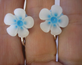 """Play Earring - Clip or Pierced - Hibiscus - Two Tone Flower - Tropical Flower - White/Light Blue - 1/2"""""""