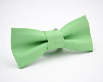 Boys Bowtie, Boys Green Bow Tie, Kaufman Kona in Pistachio, Boys Bow Tie, Ring Bearer Bow Tie, Wedding Bow Tie
