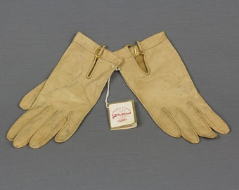 Vintage Tan Kid Gloves Driving glove length, 8 inches long Gold Loop and clasp at wrist, Never worn, Tag still on, Size Medium