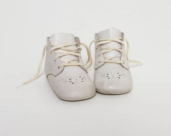 vintage 1950s baby shoes | 50s soft sole white booties