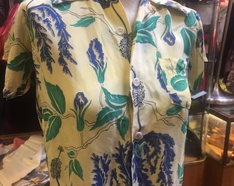 Wonderful 1940s tropical rayon print on a canary base color - size extra small