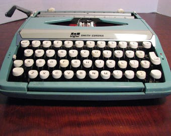 Vintage Smith Corona Corsair Deluxe Manual Typewriter