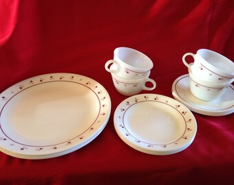Vintage 1980\u0027s Corning Ware Corelle Dinnerware Burgundy 16 Pieces with Pyrex Cups & Vintage Corning Ware Corelle Cups and Saucers