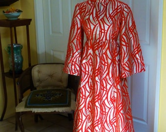 Magnificent gown gold lame flocked in fiery red.  Hostess spectacular!!!  Elegant and comfortable no label US 8 - 10 Like new!