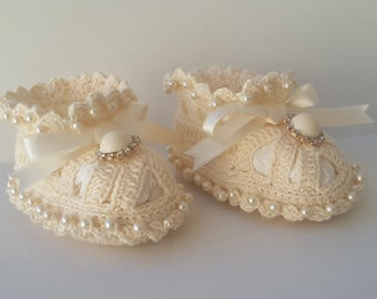 crochet baby booties, baby booties with pearls, baby cotton booties, cotton newborn booties, handmade baby booties, crochet baby booties