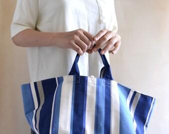Sac simple poignée sur le dessus. Cabas de marché bande bleue. Style148BS. Prêt à expédier