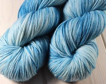 Skein hand - dyed Fingering - superwash Merino - 100 g / m 425 - Aqua