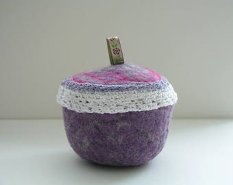 Felted tin, purple violet white, with crocheted edge
