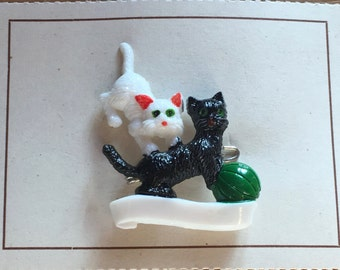Vintage Deadstock 1950'S / 60'S  Novelty Playing Kitty Brooch White / Black With Blue Ball