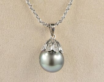 Reduced! Stunning authentic solitaire Tahitian pearl and diamond necklace