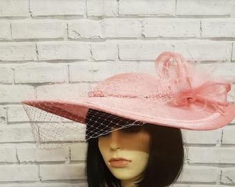 Rosa Hut mit Schleier